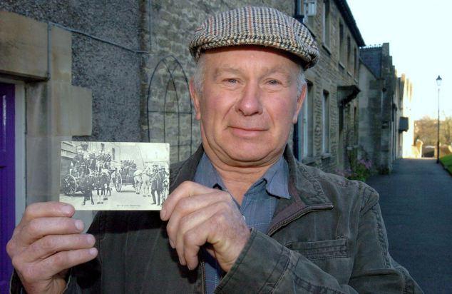 tandem Lane send postcards to loved once