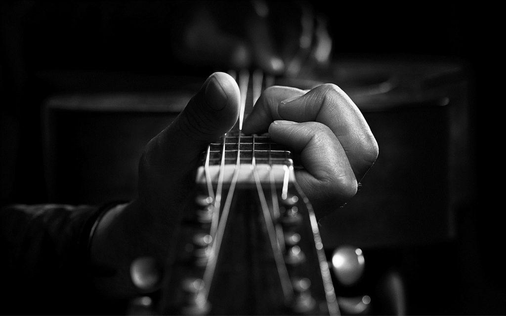 6956927-guitar-music