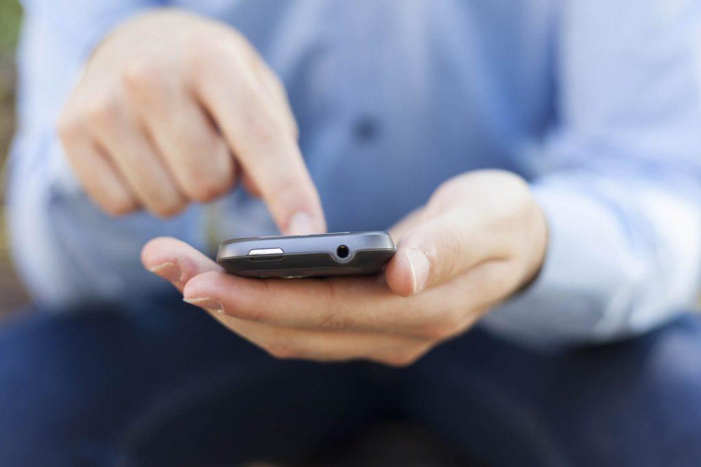BlindShell Lets Visually Impaired Folks Use Smartphones!
