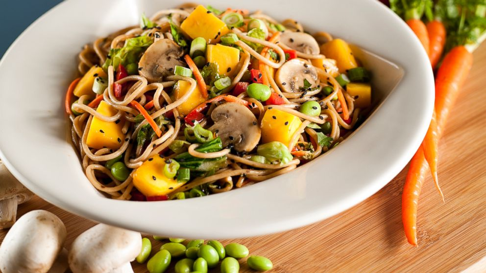 ht_Mango_Stir_Fry_Silver_Diner_BWI_Airport_ll_131113_16x9_992