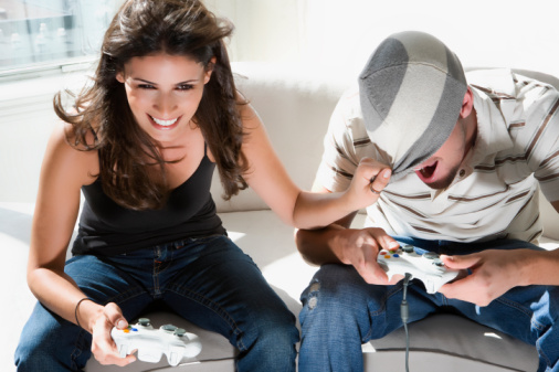 couple-playing-video-games